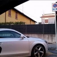 Ferrari e trattori nel parcheggio disabili: fotodenunce sul gruppo Fb 'Sofia non tace'