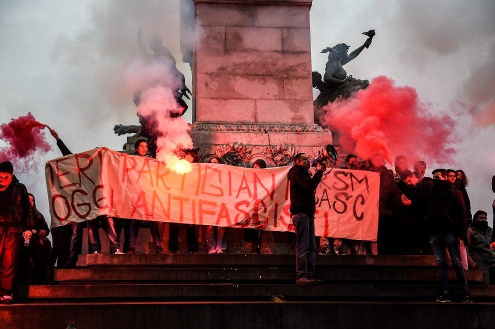 Milano, studenti protestano contro CasaPound: sgomberati dalla polizia