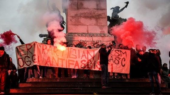 Cortei Milano, studenti su monumento: sgomberati