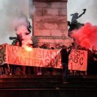 Milano, tensione in centro: studenti sgomberati in largo Cairoli. Protestavano