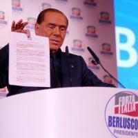 Milano, l'arringa infinita di Silvio Berlusconi che attacca tutti e promette