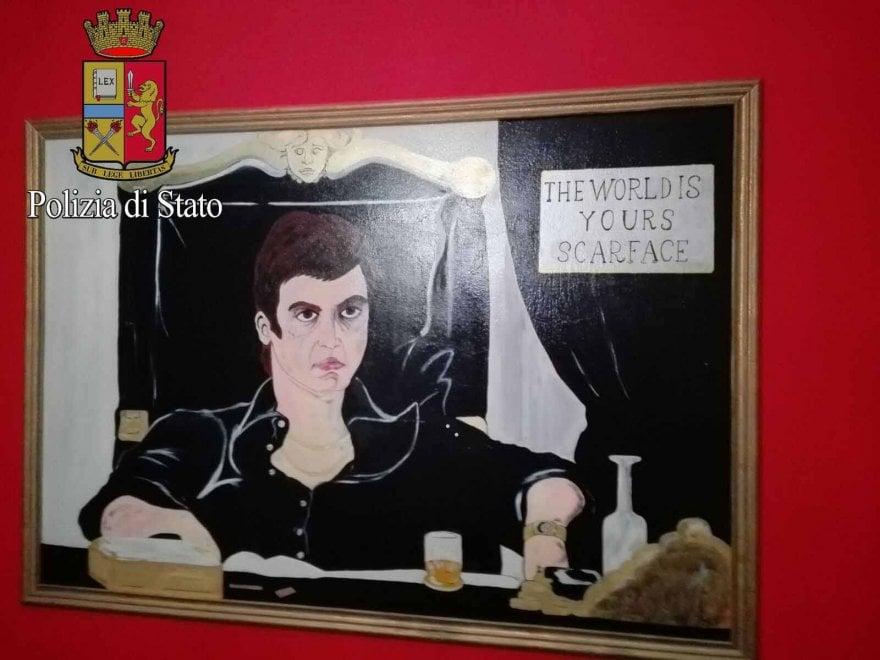 Milano, a casa del trafficante che voleva essere come Scarface tra troni e cocaina