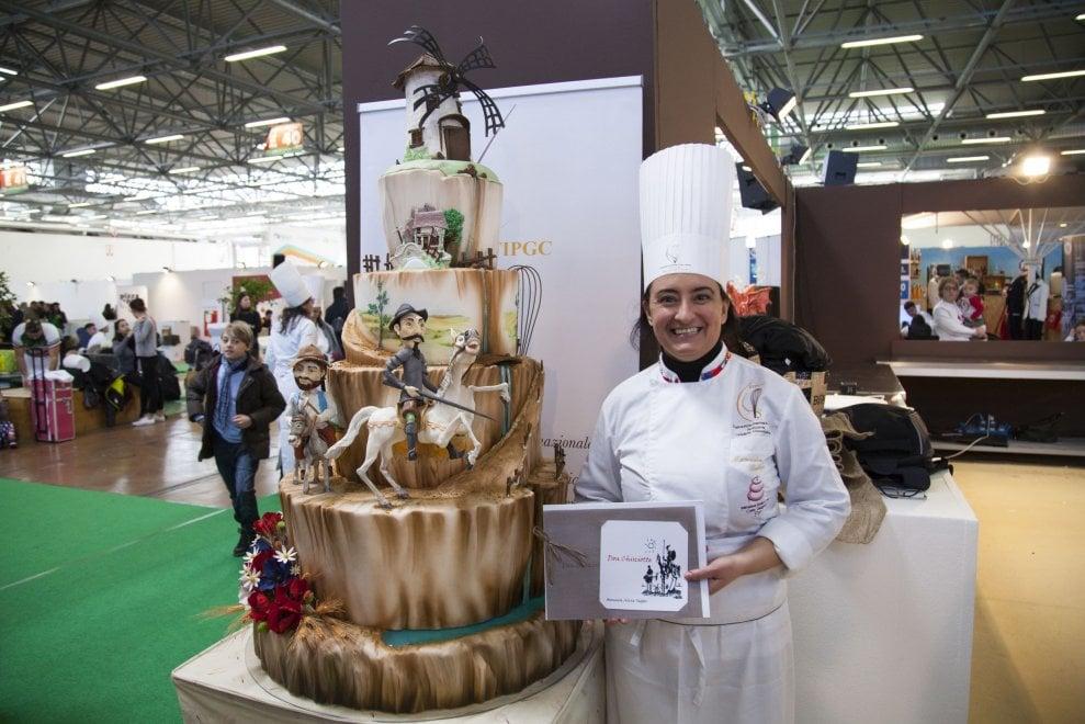 Una torta di due metri dedicata a Don Chisciotte, è milanese la campionessa italiana di cake design