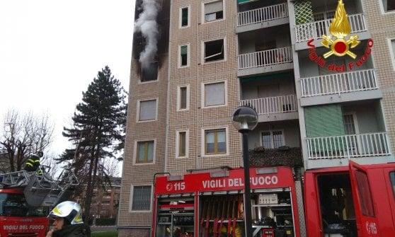 Milano, incendio in un palazzo di 14 piani: soccorse venti persone