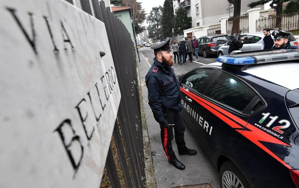 Milano, tentata aggressione a un leghista: le forze dell'ordine in via Bellerio
