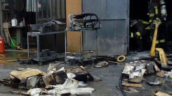 Esplosione in fabbrica tre lavoratori ustionati nel Varesotto i più gravi sono mamma e figlio