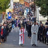 Folla di amici e parenti a San Pellegrino per l'ultimo saluto a Davide Astori