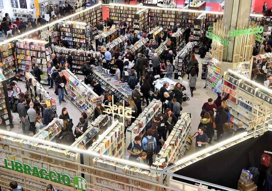 Milano star a Tempo di Libri, una grande folla riempie il secondo salone dell'editoria
