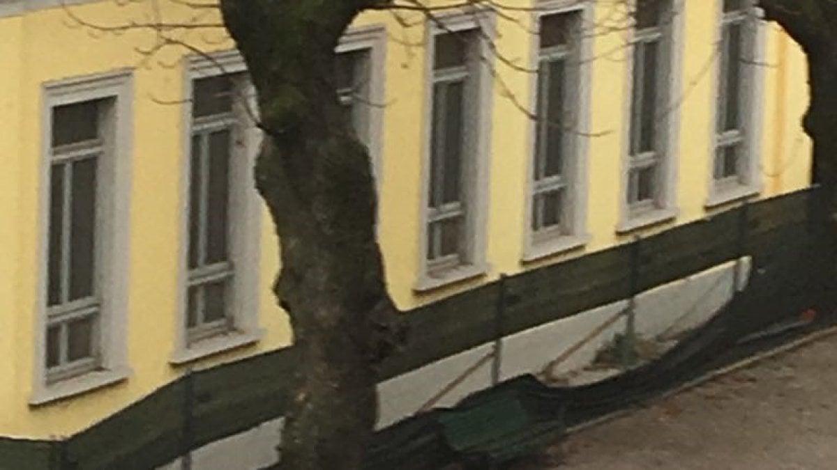 Milano cortile chiuso da mesi alla scuola moscati i for Cortile circolare