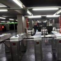 Approfitta della calca per molestare donna in metrò: arrestato 66enne a Milano
