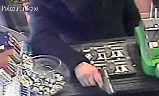 Milano, preso rapinatore seriale: tradito dalle mani grandi