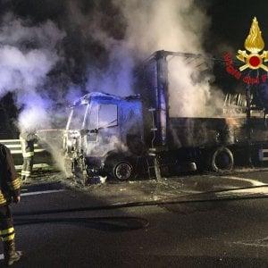 Camion in fiamme sulla Tangenziale Ovest:  code chilometriche