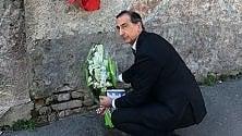 Fausto e Iaio, dopo  lo sfregio sulla targa:  il sindaco depone i fiori