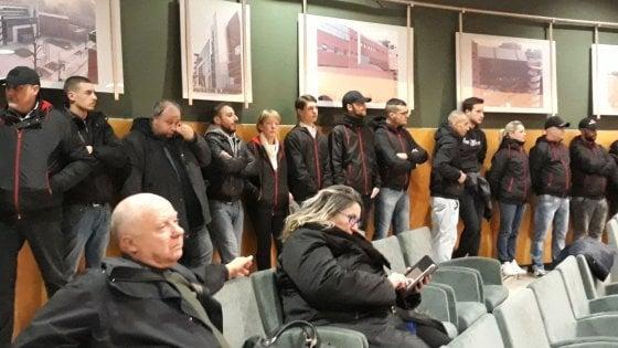 Desio, blitz di Forza nuova in Comune: militanti irrompono in aula mentre si discute il provvedimento antifascista