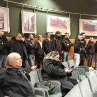 Desio, blitz di Forza nuova in Comune: militanti irrompono in aula mentre si discute il...