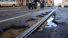 Buche stradali, anche  Milano ha le sue croci