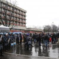 Milano, municipio 5 blindato per il presidio dei centri sociali contro Forza