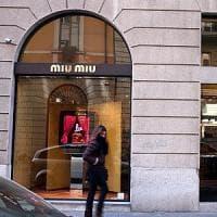 Colpo grosso al Quadrilatero  della Moda: bottino da 160mila euro, caccia