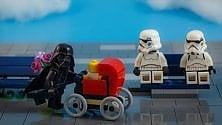 Babbo Darth e bimbo Luke: tutta l'ironia dei mattoncini di Star Wars