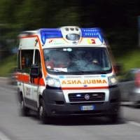 Incidente sul lavoro, camionista muore cadendo dal rimorchio in un'azienda