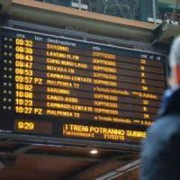 Pendolari, lo sciopero Trenord blocca tutto: cancellato il 100 per cento