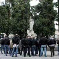 Parata commemorativa per i 'martiri fascisti' al cimitero Monumentale: protesta