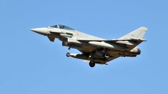Strane esplosioni nei cieli, psicosi in Lombardia: erano jet militari in volo dopo allarme dirottamento