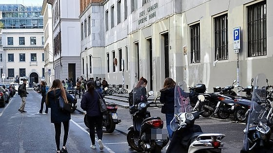 Marijuana in gita scolastica, nei guai studenti di 15 anni del liceo Parini: polizia in hotel