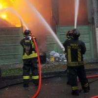 Esplosione a Seregno, in fiamme una carrozzeria