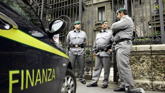 Fisco, consulente nel ricorso contro le multe denunciato per evasione: guadagni in nero per due milioni