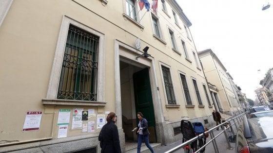 Crolla controsoffitto di una scuola elementare a Milano