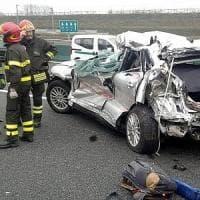 Scontro tra camion e auto sulla A4 nel Milanese, morta una donna