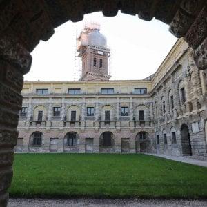 """Mantova, Palazzo Ducale chiuso per """"mancanza di custodi"""" tra sconcerto polemiche"""