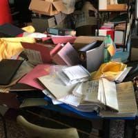 Milano, blitz contro l'istituto pedagogico della Resistenza: porte e finestre rotte, archivi devastati