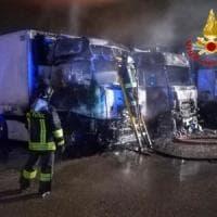 Rogo in una ditta di trasporti nel Milanese, distrutti tre Tir