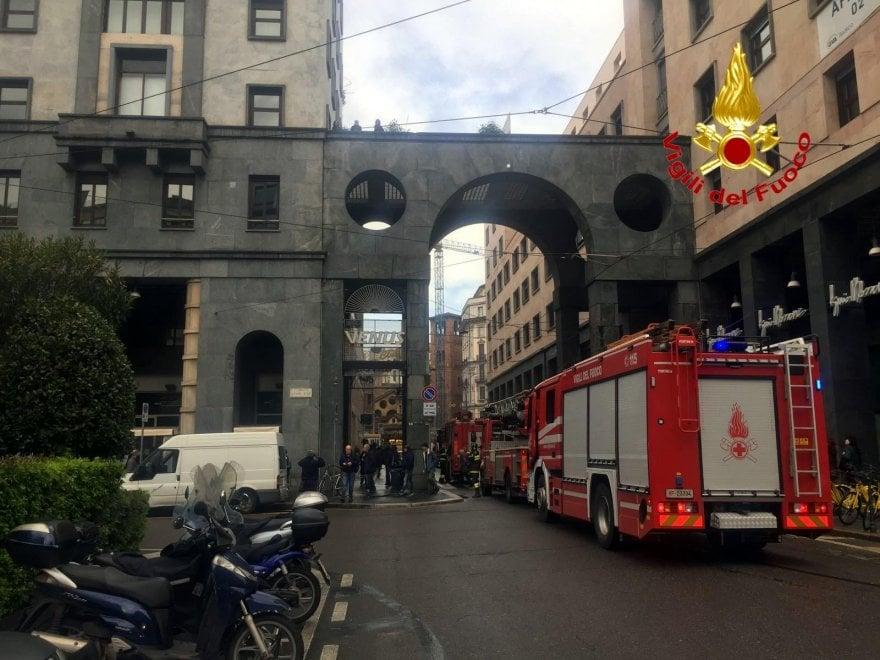 Milano, principio d'incendio in gastronomia vicino al Duomo
