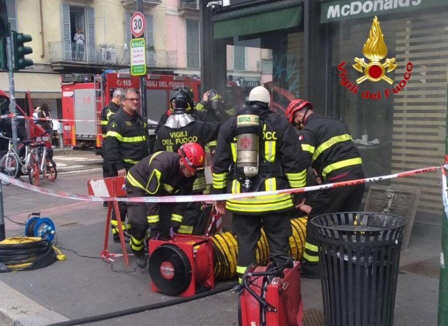 Incendio nei sotterranei del McDonald's di piazza XXIV Maggio: locale invaso dal fumo