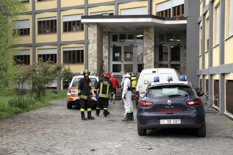 Esalazioni irritanti nella scuola del Lodigiano: studenti in strada durante i controlli