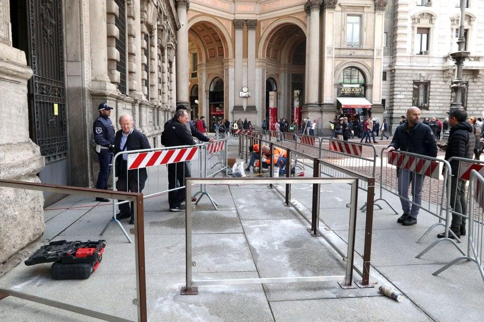 Milano, Palazzo Marino si blinda: installate barriere permanenti all'ingresso