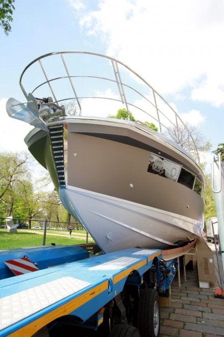 Uno yacht da 70 piedi davanti alla triennale di milano e for Yacht design milano