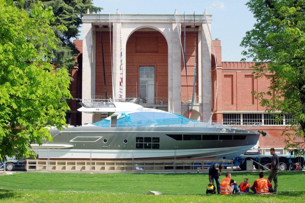 """Uno yacht da 70 piedi davanti alla Triennale di Milano: """"E' un oggetto di design"""""""