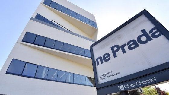 Fondazione Prada, apre la Torre di Koolhaas: 60 metri in vetro e cemento, cambia ancora lo skyline di Milano
