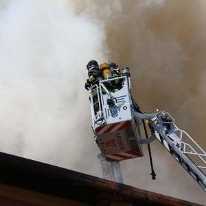 Incendio in una palazzina di Pieve Emanuele:  tutta colpa di un barbecue, nessun ferito