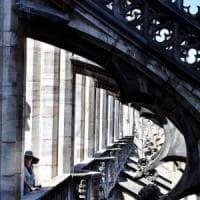 Milano, le terrazze del Duomo aperte un'ora in più di sera: al via la sperimentazione