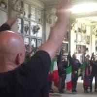 25 Aprile, la provocazione neofascista: saluti romani al cimitero di Varese