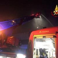 Milano, incendio in una palazzina: un morto carbonizzato