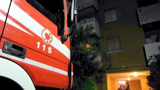 Milano, incendio in una palazzina: donna morta carbonizzata