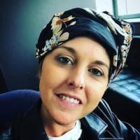 Nadia Toffa su Instagram mostra la fascia per coprire la testa: