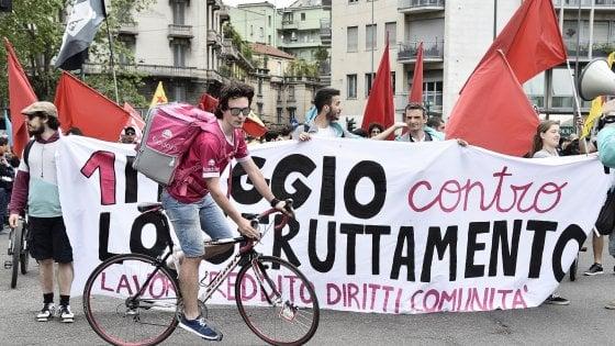 """Primo maggio a Milano ricordando le vittime della Lamina e i precari: """"Più sicurezza e stop sfruttamento"""""""