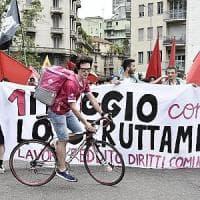 Primo maggio a Milano ricordando le vittime della Lamina e i precari: